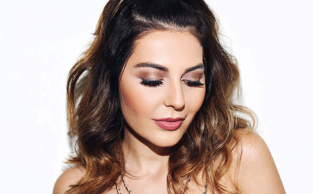 Simply Sona wears a look she created using Pur Cosmetics Love Your Selfie 2 Palette