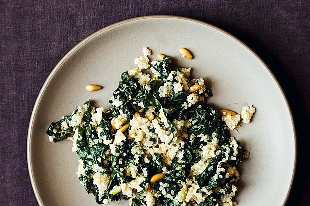 A kale quinoa bowl is healthy lunch option.