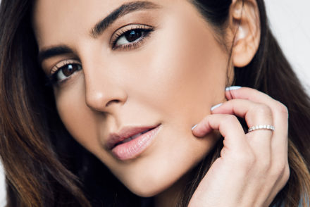 sona gasparian decisdes which is best to apply foundation, beauty blender, brush or silisponge?