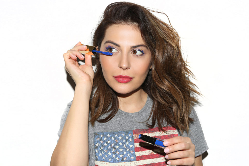 Simply Sona applies the I'm in Trouble Blue YSL Vinyl Couture Mascara.