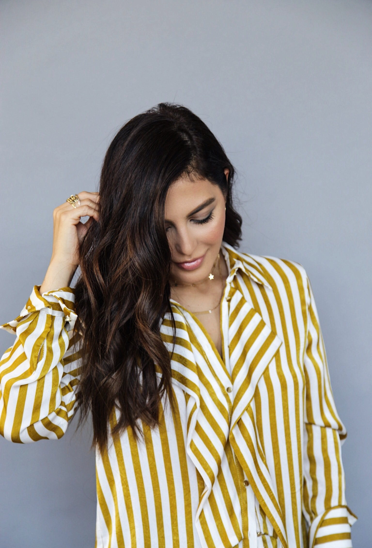 sona gasparian shows how to get messy beachy waves